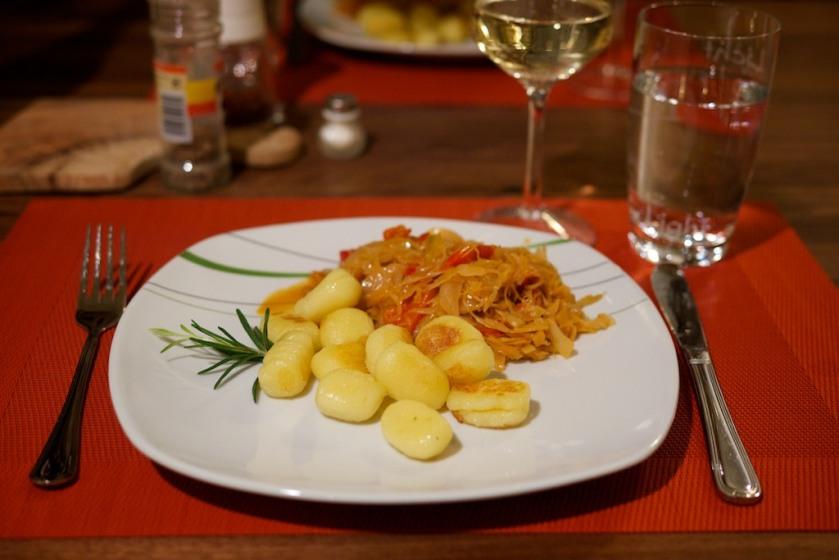 Gnocchi und Weißkraut mit Paprika