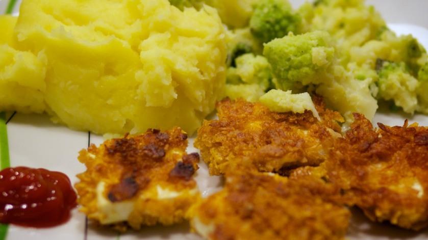 Tofu-Nuggets mit Kartoffel-Pastinaken-Brei und Romanesco