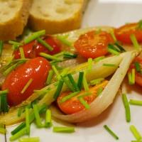 Kürbis Salbei Gnocchi mit Salat und gebratener Chicorée mit Tomaten und Schnittlauch