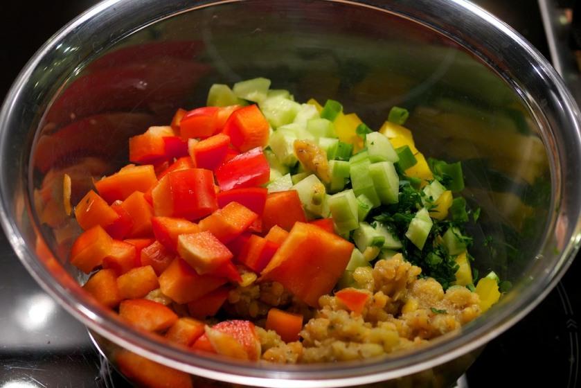 Gemüse und rote Linsen