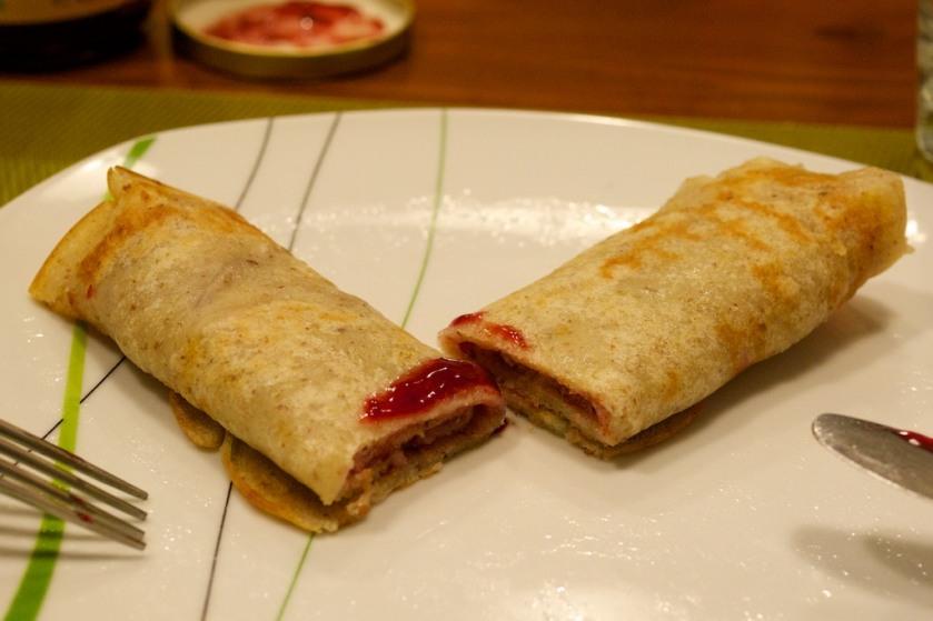 Vegane Pfannkuchen mit Himbeermarmelade