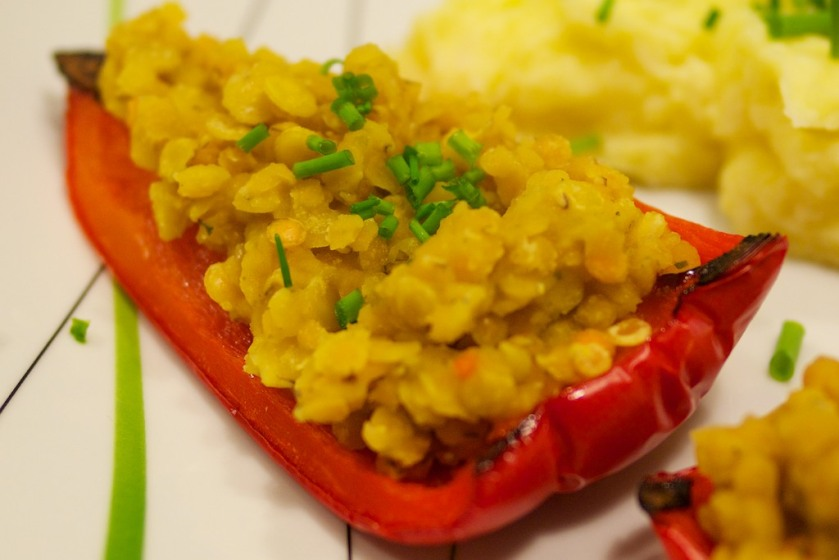 Mit Linsen gefüllte Paprika und Kartoffel-Pastinaken-Brei (2)