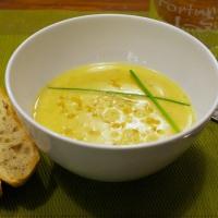 Heiße rote Linsen Suppe gegen die winterlichen Temperaturen