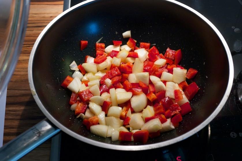 Veganes Gulasch (Zwiebel und Paprika)