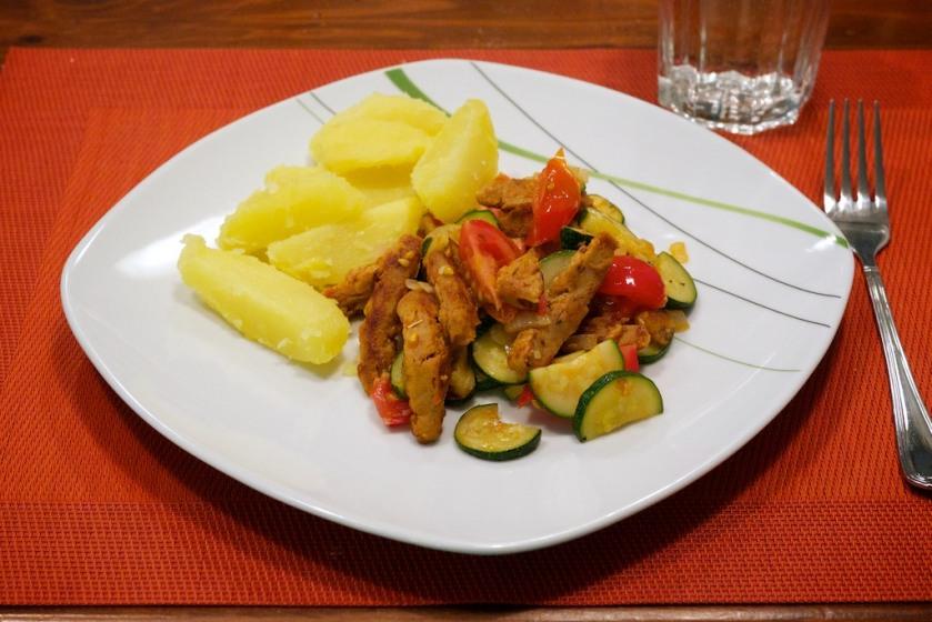 Soja-Schnetzel Zucchini-Tomaten Pfanne mit Kartoffel (1)