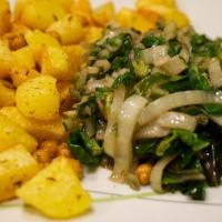 Knoblauch-Mangold mit kichernden Ofenkartoffeln