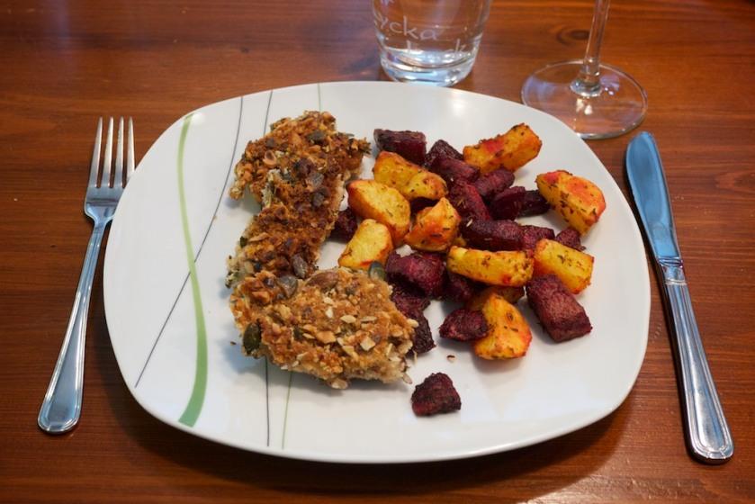 Steaklis in Nusspanade mit rote Beete und Kartoffel (2)