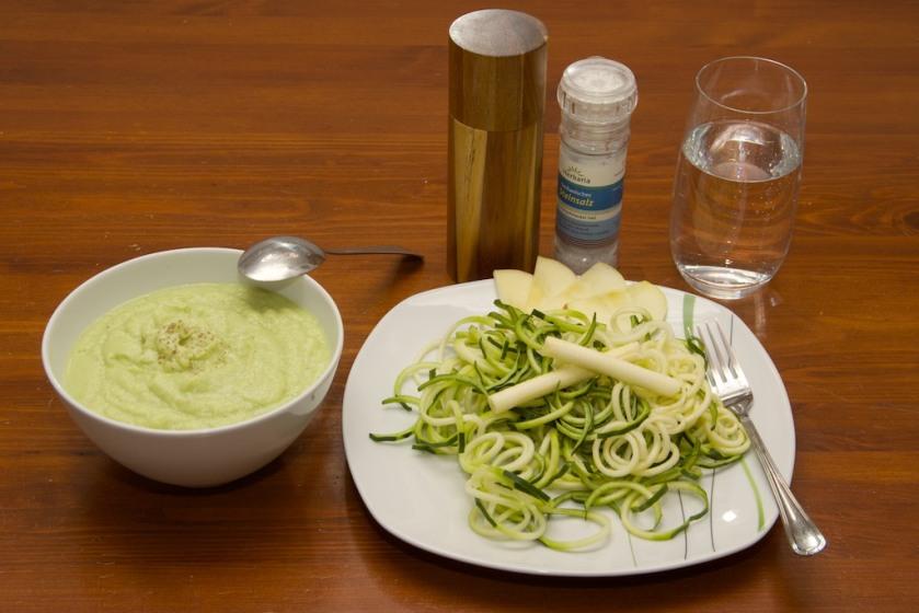Zucchini-Nudeln in Apfel-Sellerie-Sauce (4)