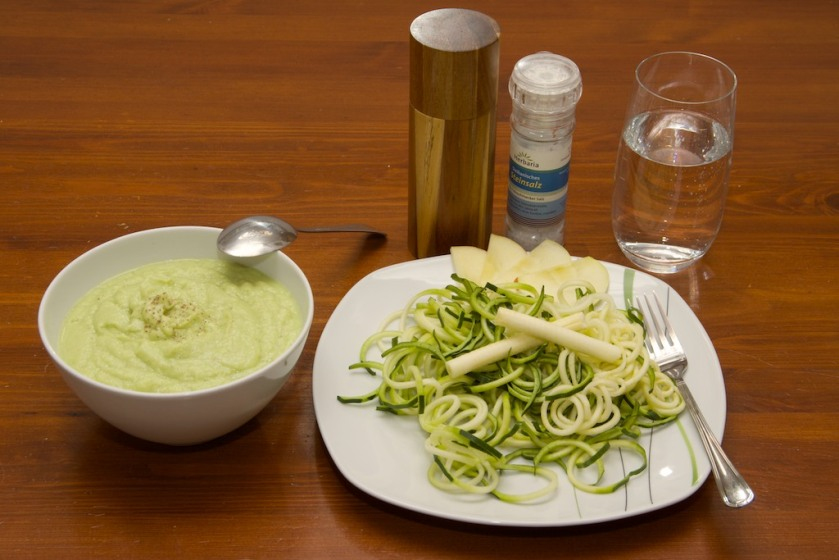 Zucchini-Nudeln in Apfel-Sellerie-Sauce (4)